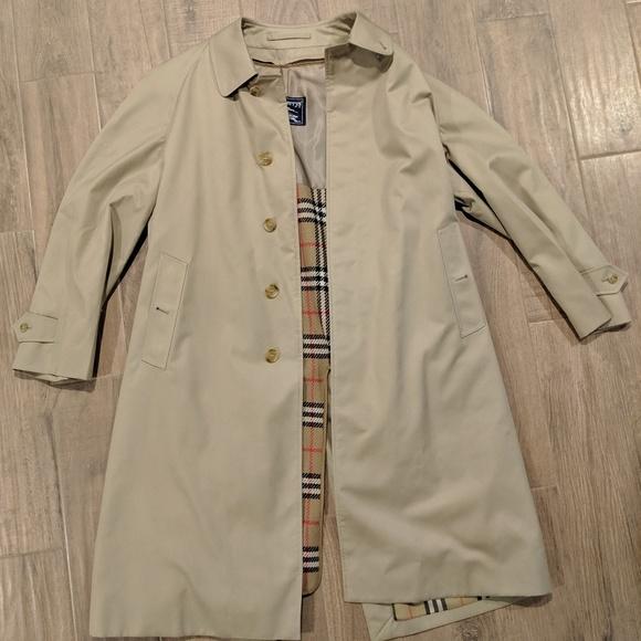 sneakers men/man favorable price Men's Burberry raincoat, Size Large